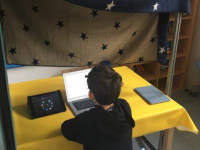 Schüler bei Sprachaufnahmen